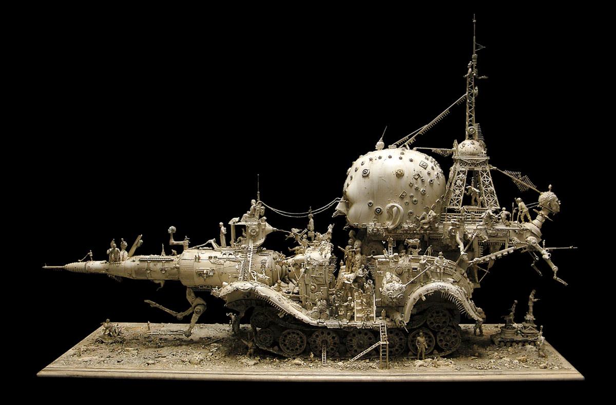 Kris Kuksi med noen syke skulpturer