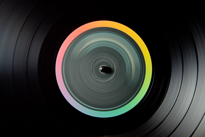 Paul Octavious – spinning records