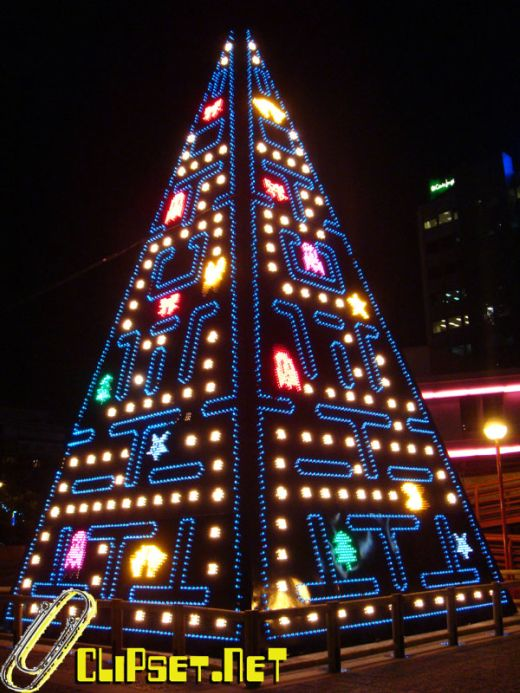pac-man_xmas_tree.jpg